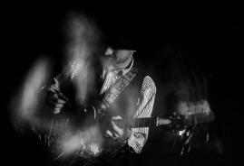 Ewan-Gibson-Epiphone-Les-Paul-photo-bw2-kelly-muir-2017