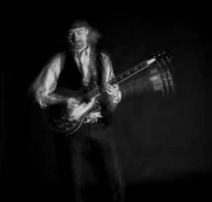 Ewan-Gibson-Epiphone-Les-Paul-photo-bw3-kelly-muir-2017