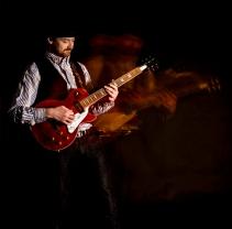 Ewan-Gibson-Epiphone-Les-Paul-photo-kelly-muir-2017