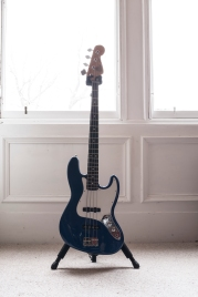 Ewan-Gibson-Fender-MIM-Jazz-JRetro-photo-kelly-muir-2017
