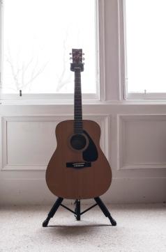 Ewan-Gibson-Yamaha-FG411-photo-kelly-muir-2017